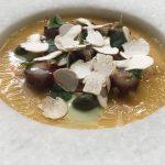 Buey curado con yema de huevo y harissa verde (Noor)