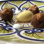 Dulce de leche, algarroba y helado de oveja de ras al-hanout (Noor)