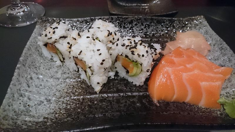 Uramaki de salmón (Daruma)
